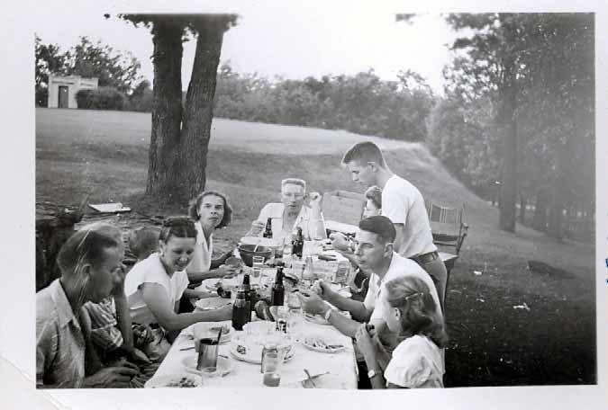 Herling family picnic, Reservoir Park, 1947